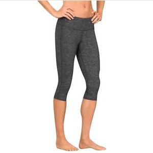 Athleta Chaturanga knicker crop leggings